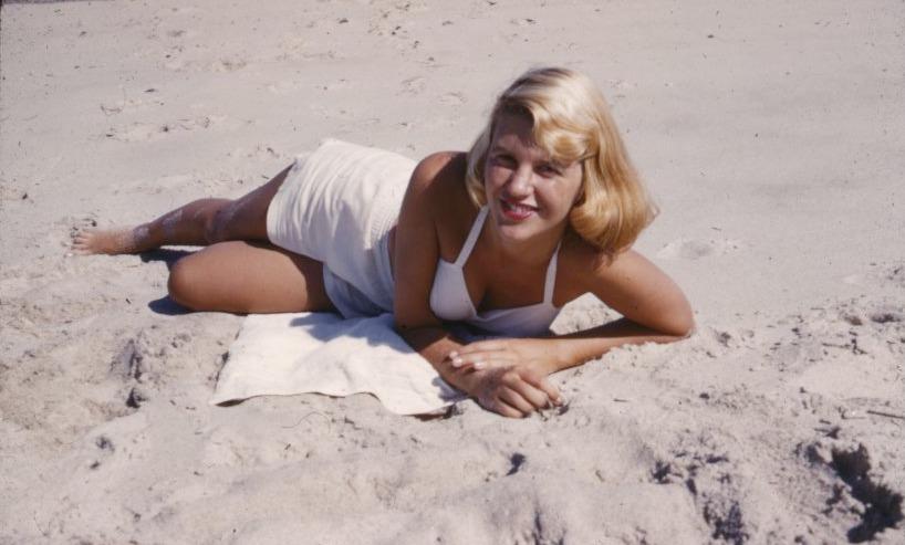 La poetessa Sylvia Plath nel 1954